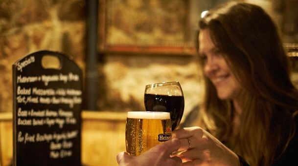 Durant le Tenner Fest profitez de menus à partir de £10 sur toute l'ile. Découvrez les spécialités de Jersey, goûtez aux saveurs locales et savourez les produits frais dans de nombreux restaurants participant au festival. Les incontournables produits de la mer, les savoureuses Jersey Royals, les crèmes glacées onctueuses et même bière et vins locaux surprenants ! Expérimentez les menus « Gourmets » et laissez vous surprendre par les spécialités Jersiaises.