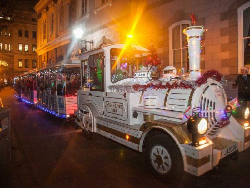 découvrez la parade de noel pour toute la famille à Saint-Helier, Jersey